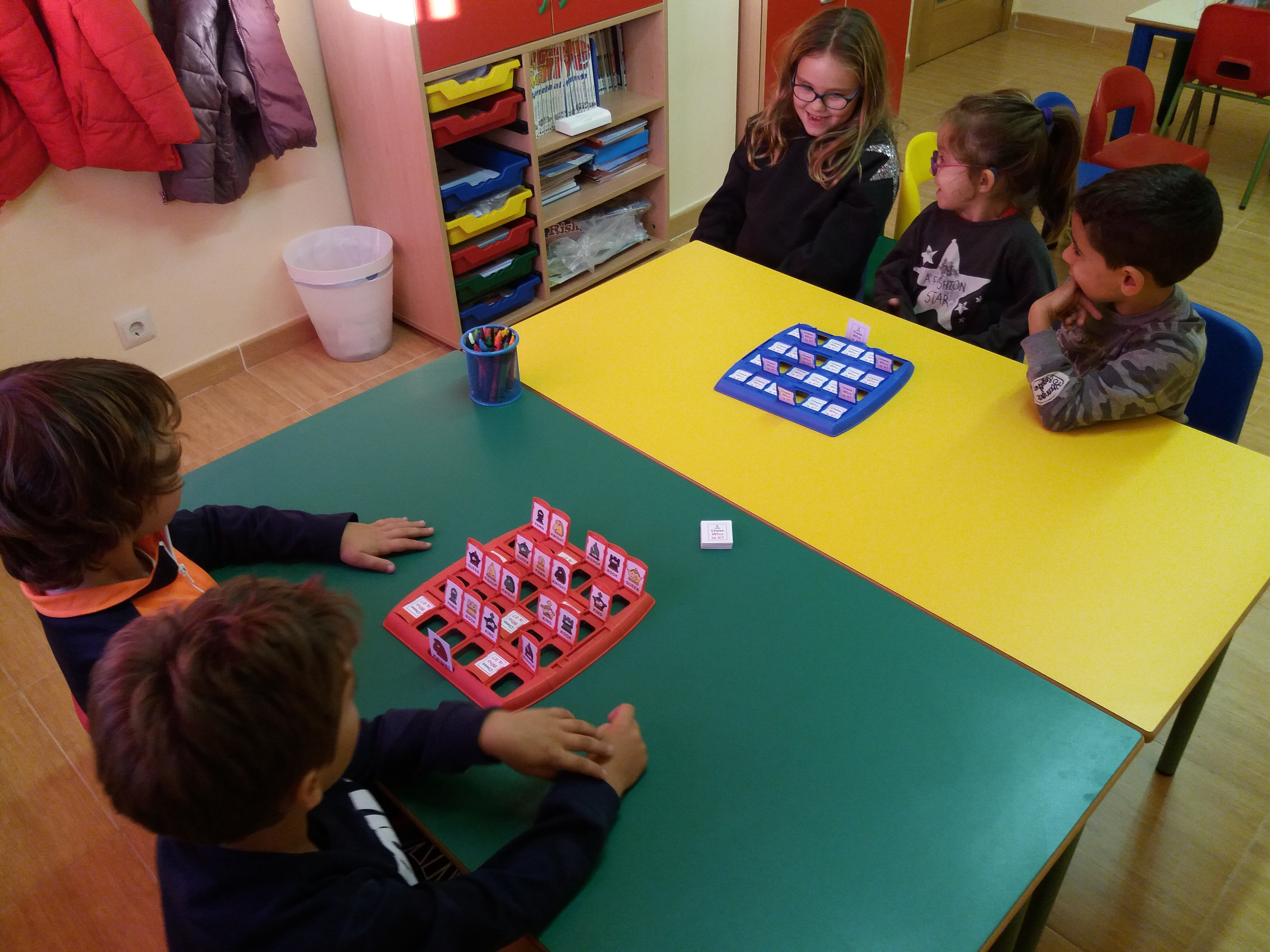 niños jugando al quien es quien