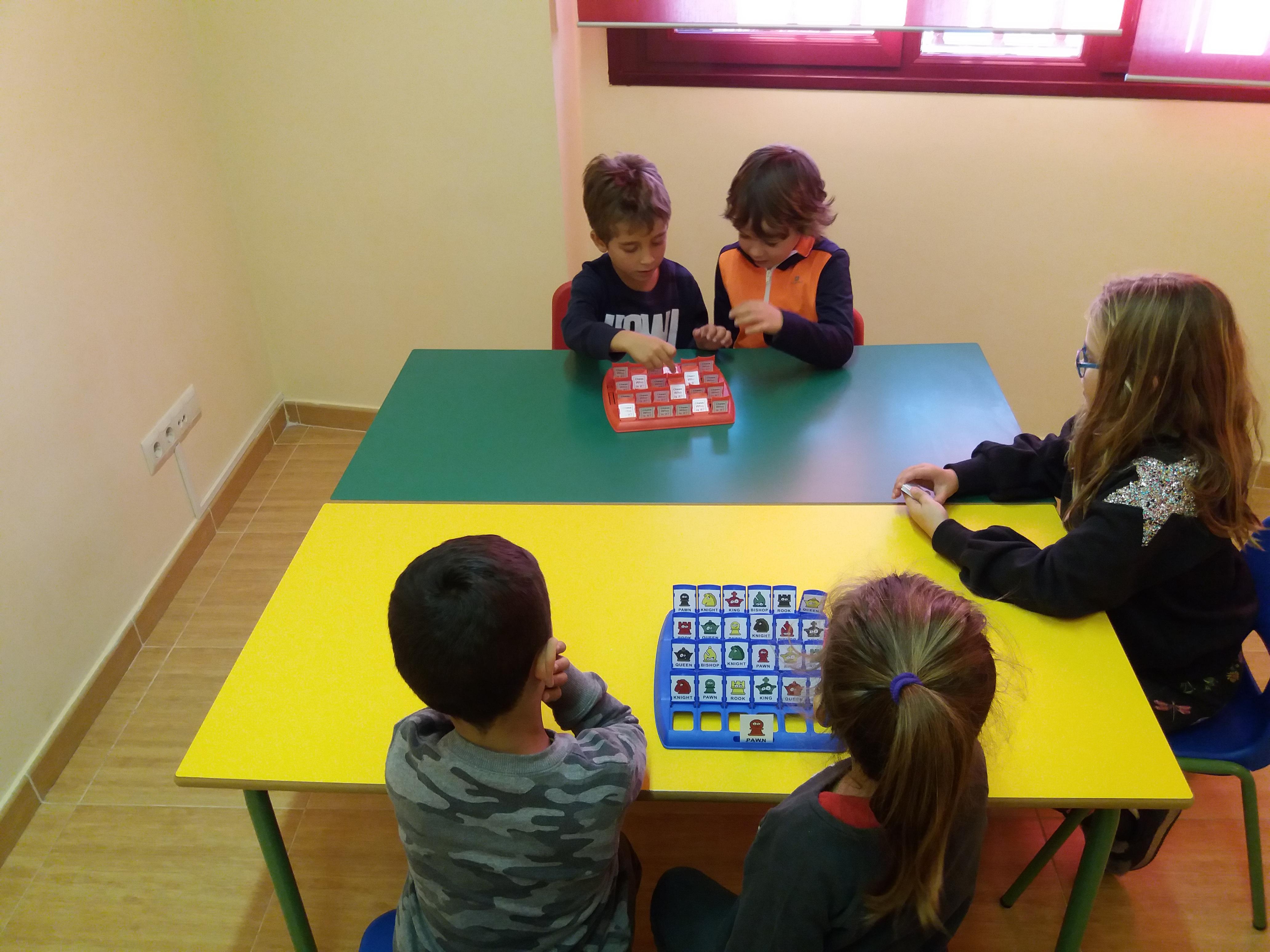 niños jugando al quien es quien1